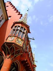 Historisches Kaufhaus (FeeMail) Tags: germany deutschland dragon statues freiburg schwarzwald blackforest statuen waterspout drachen breisgau mnsterplatz wasserspeier habsburger historischeskaufhaus fourteenthcentury 14jahrhundert