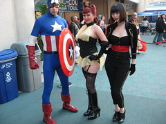Captain America and Watchman (SF_SaSa) Tags: silhouette costume cosplay sasa watchmen captainamerica winnieleung silkspectre sallyjupiter comiccon2009
