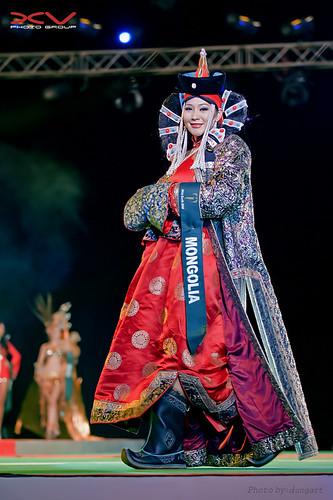 Miss Mongolia_trang phuc truyen thong