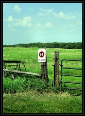 No Dogs (K2D2vaca) Tags: sign fence landscape illinois prairie parklands photooftheday nodogs centralillinois supershot holidaysvacanzeurlaub 25june2007 k2d2vaca