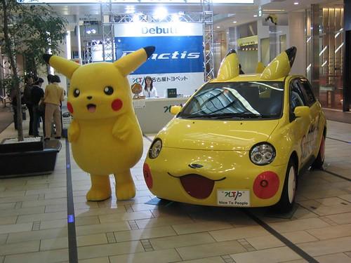 Pikachu y su auto