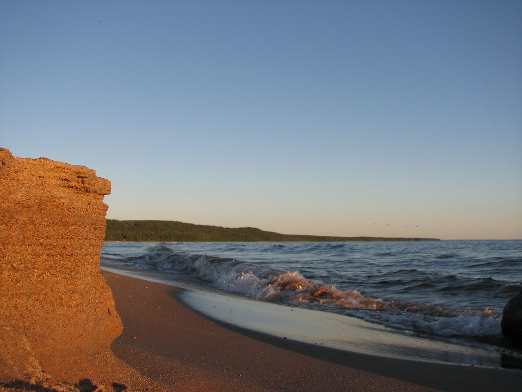 Sand cliffs of Pancake Bay