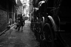 DSC_0350 (Tanja on flikr) Tags: 2005 bw india children running rickshaw kolkata puller westbengal black38white
