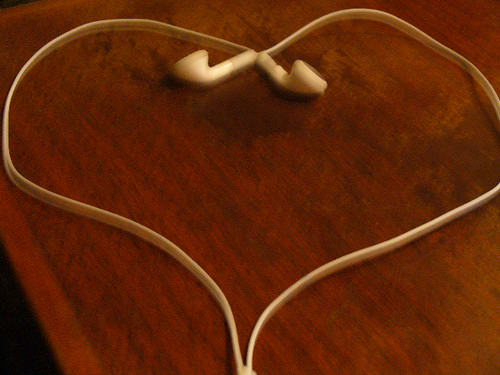 iPod earphone heart