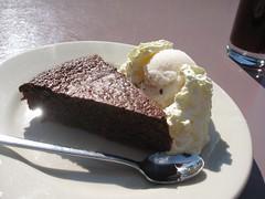 schoggi-kuchen mit lychee glace