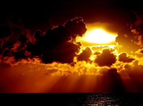 Golden Rays by kodiyan.