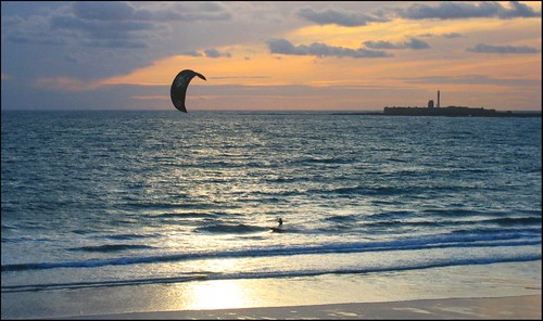 Kite surfer en Cádiz (Photo by Mossaiq)