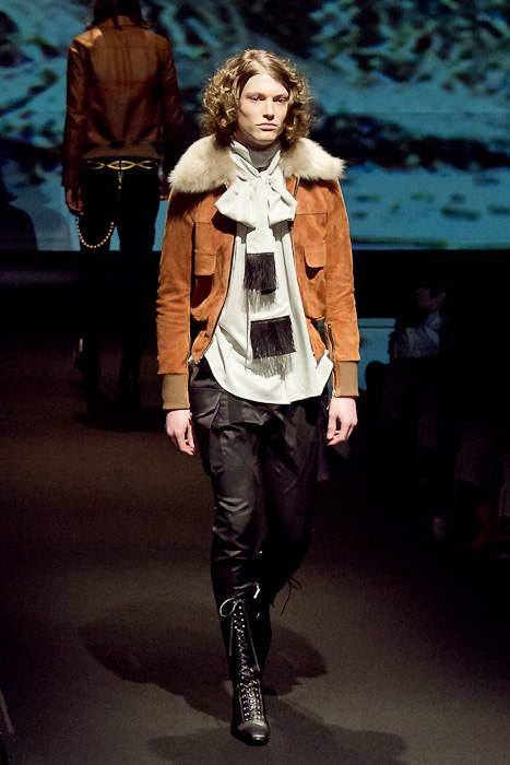 Christopher Rayner3071_FW10_JFW_GalaabenD(Fashionsnap)