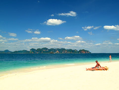 Tropical Dream (Hueystar) Tags: ocean sea beach water thailand coast boat sand tropical krabi andaman lpbright