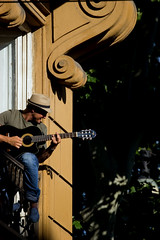 Reverse Serenade (Pensiero) Tags: playing man rome roma hat guitar balcony serenade
