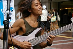 6 strings bassist