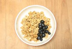 Msli - Granola (hit_the_sky) Tags: granola blueberries msli blaubeeren