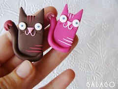 broches gatitos (Glago) Tags: pink cats brown cat broche handmade brooch kitty rosa gatos fimo clay gato gatito polymer marrn hechoamano glago