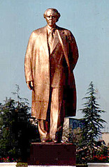 Statue d'Enver Hoxha, Tirana, 1988-1991. Statuja e Enver Hoxhs, Tiran, 1988-1991. Enver, vetm ka nj zot: Zoti! (Only Tradition) Tags: al propaganda communism albania comunismo communisme dictatorship propagande dictadura albanien shqiperi shqiperia albanija albanie shqip dictature shqipri ppsh shqipria shqipe arnavutluk hcpa albani   gjuha   rpsh  rpssh       socializm enverizm komunizm diktatur   albnija