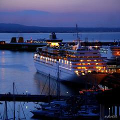 Port of Palma de Mallorca (Lluis Carro) Tags: sea port puerto dawn boat mar mediterraneo palmademallorca maneuver