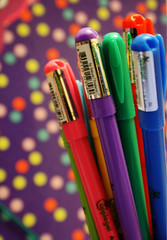 {Friends Color Your Life} (S) Tags: friends 2 color love colors pen cherry ana friend you d kisses u xp p pens xd luvs adoodi zenooh a7ibcherry