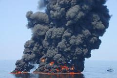 [免费图片] 社会・环境, 案件・事故, 油外洩, 火災, 美國, 201006150100