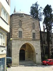 Sokollu Mehmet Paa Camii, accs ouest par la medersa (cercamon) Tags: istanbul mosque cami escalier estambul mosque kadirga mimarsinan sokullu sokollumehmetpasha kadrga sokollumehmetpaacamii sokollumehmetpaa kadirgasokullumosque