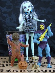 crap we had to have! (Laila X) Tags: toys doll sam mattel skeletor trickrtreat frankiestein monsterhigh cuponk watzit
