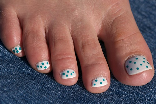 Blue polka dots Toe Nail art designs gallery