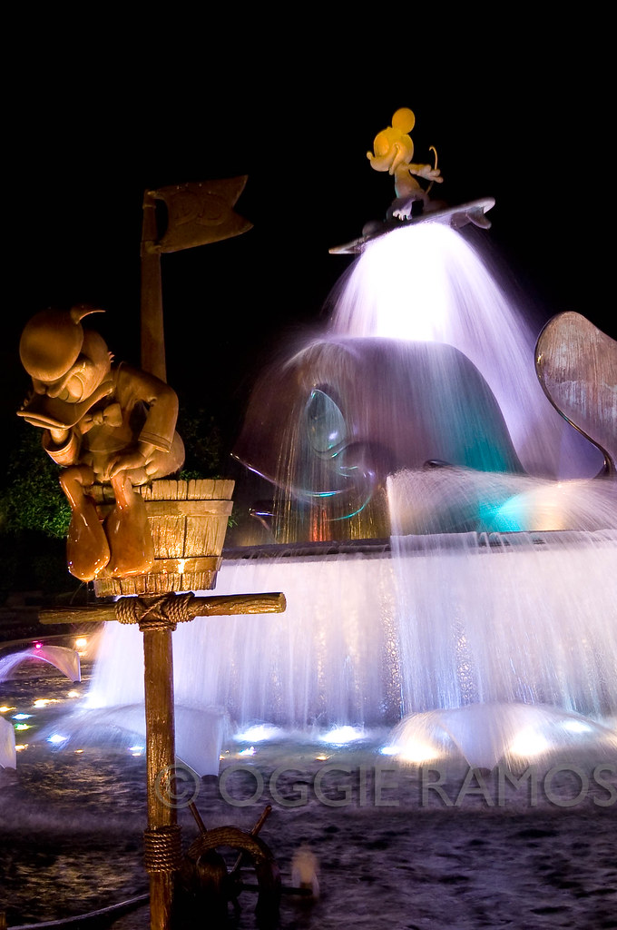 HK Disneyland - Fountain at Night