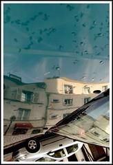 Paris, Rue Lepic (Calinore) Tags: street city paris france building car montmartre voiture reflet rue iledefrance ville idf immeuble reflectionof