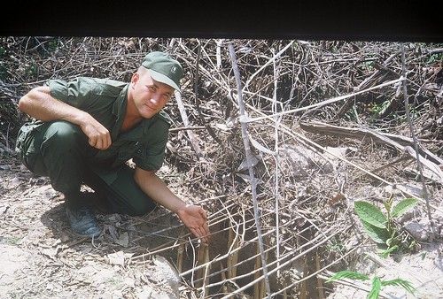 how to make animal traps in the wild