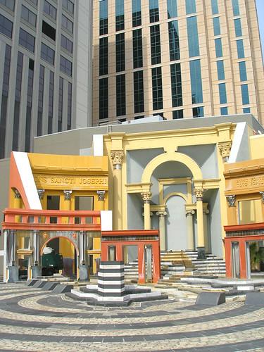 Dalam dunia arsitektur modern menggunakan idiom arsitektur modern yang