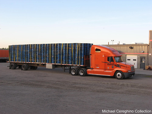 Schneider National Freightliner Century Class with flatbed