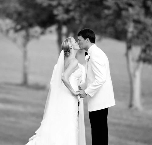 wed-kissBW