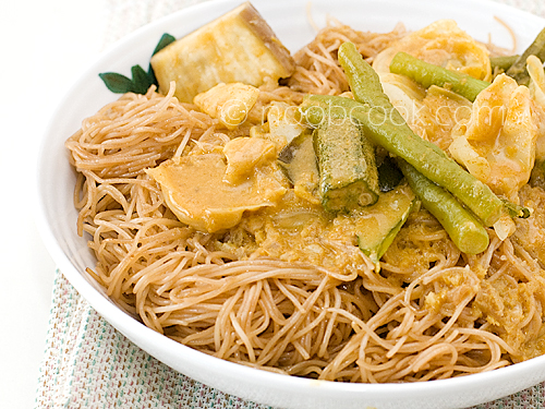 Curry Vegetables with Fried Bee Hoon