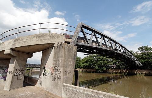 Twelvetrees Crescent footbridge, Bow