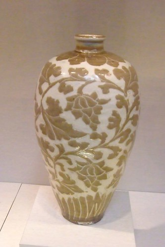 Vase Northern Song Dynasty China 11th-12th century stoneware with sgraffito decoration (Cizhou ware)