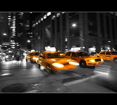 Taxis NYC (stephenhaworth) Tags: bw usa newyork noche manhattan taxi estadosunidos nuevayork eeuu desaturado olympuse510 photofmflickr fsuro100510160510