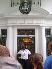 graceland tour guide