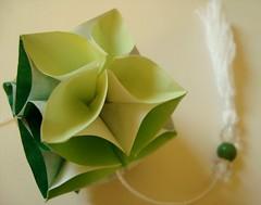 Verdinhu* (Mari Godet* contato: marigodet@gmail.com) Tags: flower verde green art paper origami flor kusudama