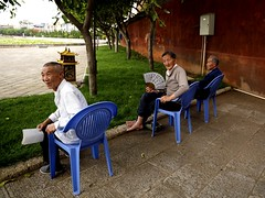 Old men sitting on plastic chairs in Dali, China (Eric Lafforgue) Tags: china old men asia chairs chinese hasselblad asie  yunnan dali kina chin cina chaises chine xina   peoplesrepublicofchina  zhongguo tiongkok  chiny hasseblad eventail  kna in h3d lafforgue  ericlafforgue  trungquc na   kitajska tsina  wwwericlafforguecom