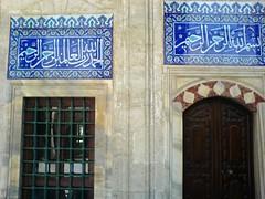 Sokollu Mehmet Paa Camii, porche (cercamon) Tags: istanbul mosque cami picnik estambul mosque iznik kadirga mimarsinan sokullu sokollumehmetpasha kadrga sokollumehmetpaacamii sokollumehmetpaa tilescarreaux diznik kadirgasokullumosque