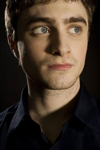 Daniel Radcliffe posando serio