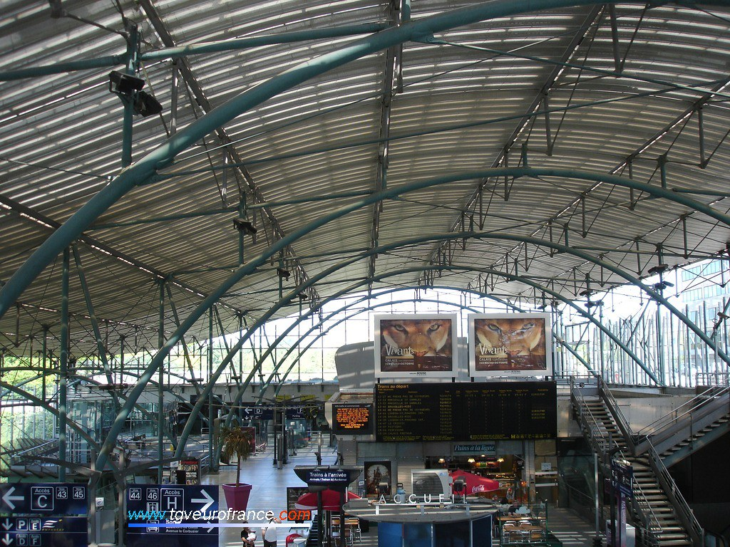 Vue intérieure du BV de la gare lilloise