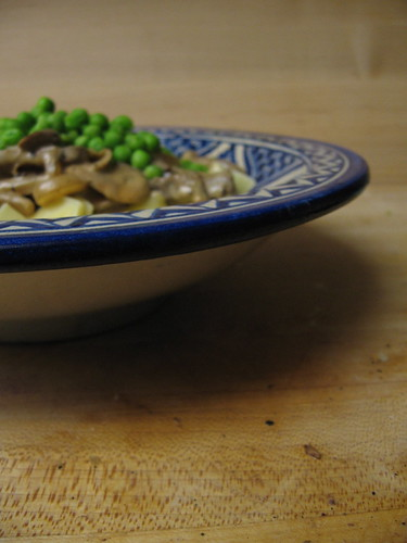 stroganoff with green peas