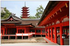 Miyajima - Shrine. (mais_dois) Tags: world heritage japan site shrine treasure unesco hiroshima miyajima 221 shinto nacional  itsukushima hatsukaichi