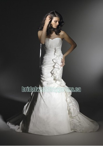 taffeta-strapless-sweetheart-neckline-with-mermaid-asymmetrical-rouched-skirt-with-pick-up-back-designs-2011-new-fashion-bridal-wedding-dress-wd38