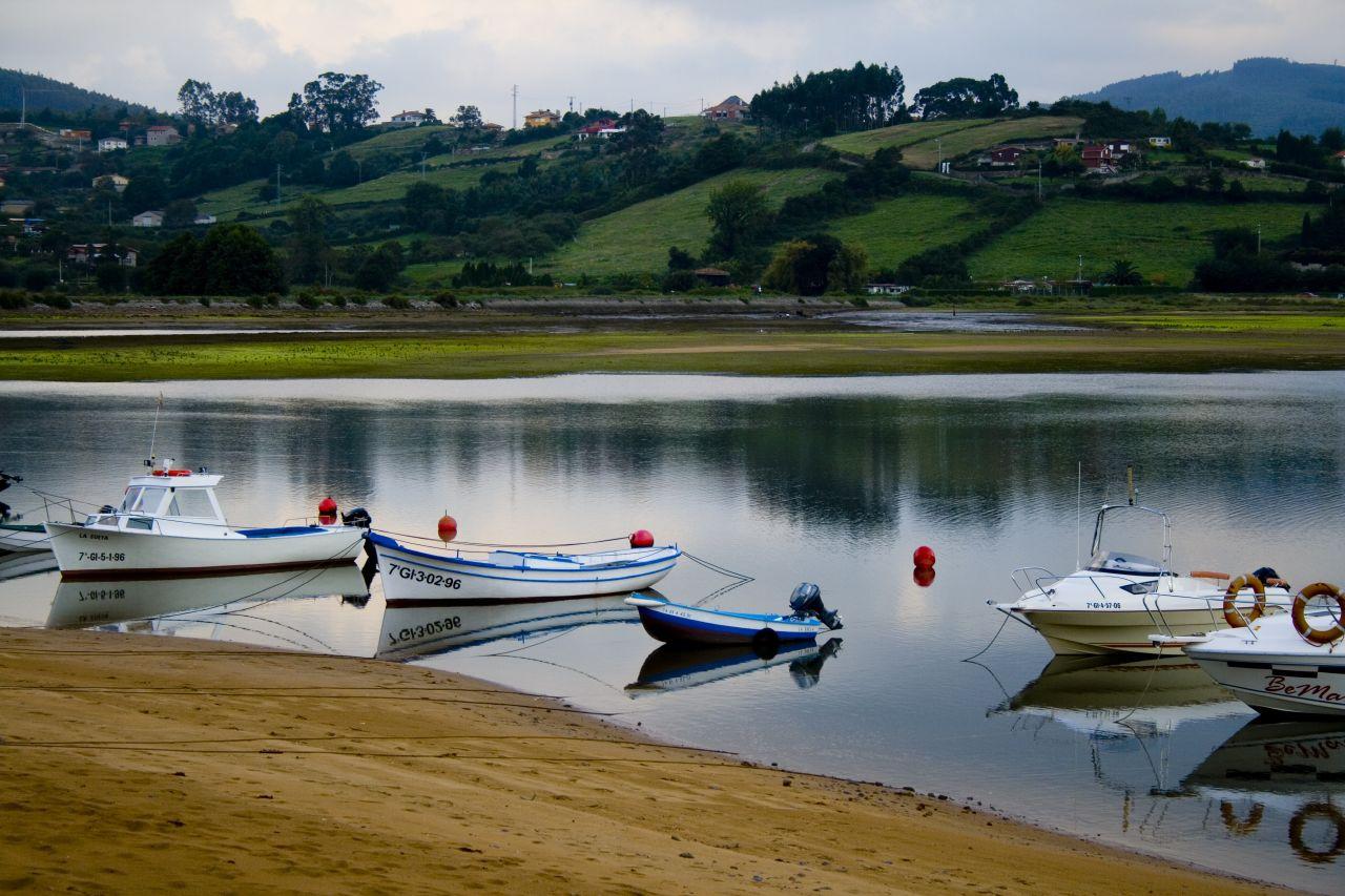 Photo des Asturies n°7. Bateaux amarrés à Liñero