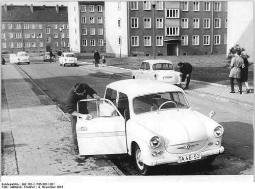 Manteniendo los Trabant en 1964