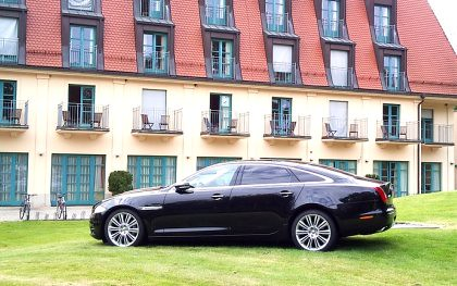 Hotel mit Jaguar