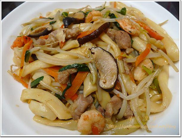 什錦炒刀削麵 (2)