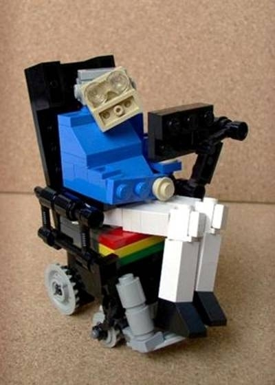 Figura de Stephen Hawking hecho de LEGO