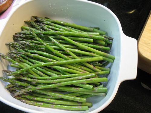 asparagus ready for steaming