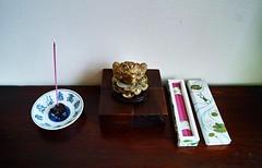 FROG & incence (ki_mi_do_ri) Tags: pink gold sigma frog frogs picnik incense   dp1